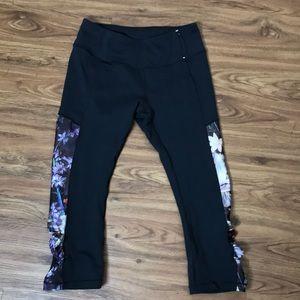 Calia by Carrie Underwood Black & Floral Legging M